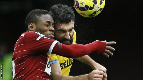 Crystal Palace's Mile Jedinak (right) and West Ham's Diafro Sakho