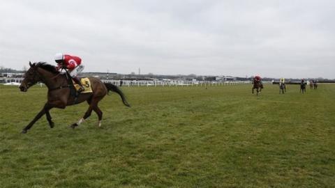 Coneygree sprinting away to win at Newbury