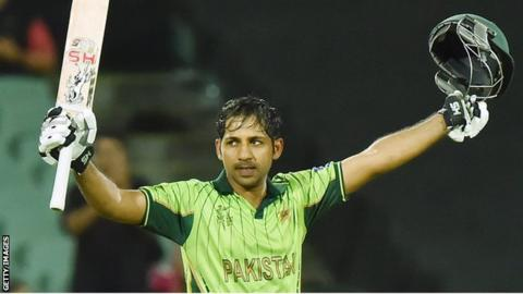 Sarfraz Ahmed celebrates his century