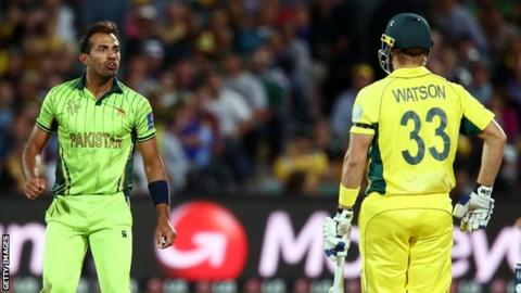 Wahab Riaz (left) and Shane Watson (right)