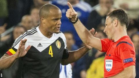 Vincent Kompany is sent off by Mark Clattenburg