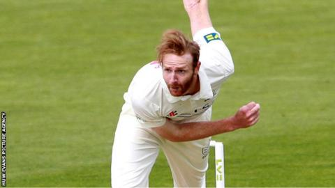 Andy Carter bowling for Glamorgan