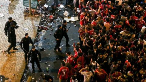Benfica fans and riot police