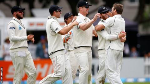 New Zealand cricket team celebrate a wicket