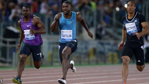 Justin Gatlin (centre) races to victory in Rme