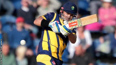 Jacques Rudolph anchored the Glamorgan innings with 60 off 43 balls