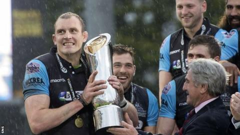 Glasgow Warriors' Al Kellock lifts the Pro12 trophy