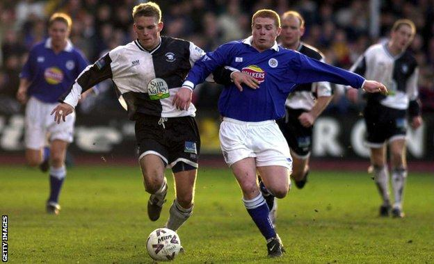 Neil Lennon in action for Leicester against Hereford in the 1999-00 FA Cup