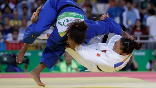 Silva beat beating Sumiya Dorjsuren of Mongolia on Monday