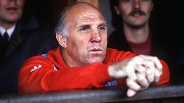Ronnie Moran: Former Liverpool captain and coach dies, aged 83