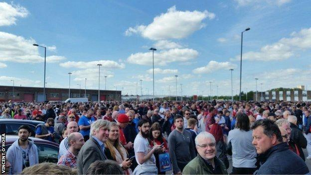 Fans leave Old Trafford