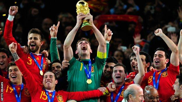 Pique celebrates winning 2012 World Cup with Spain