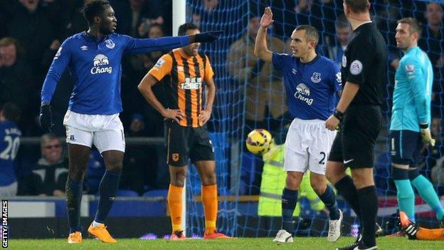 Romelu Lukaku and Leon Osman celebrate an Everton goal