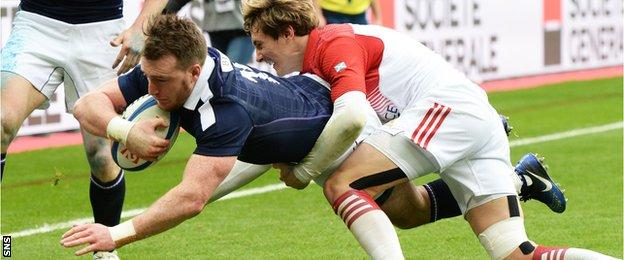 Stuart Hogg dives over to score for Scotland