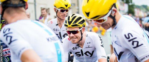Luke Rowe and Team Sky teammates