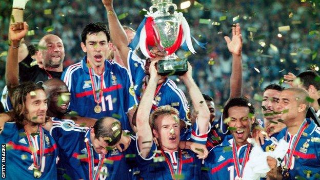 France celebrate winning the 2000 European Championship