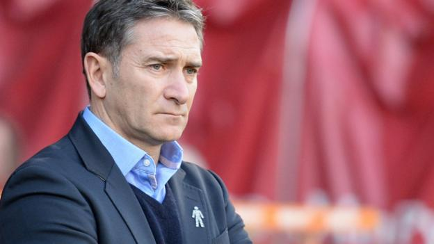 Nottingham Forest sack manager Philippe Montanier