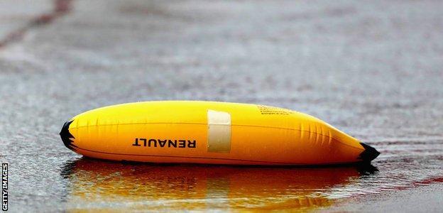 Renault inflatable banana