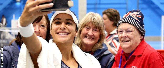 Heather Watson with GB supporters