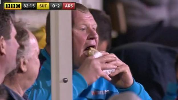 Wayne Shaw's pie eating investigated by Gambling Commission