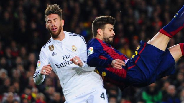 Bek Real Madrid Sergio Ramos berduel dengan Gerard Pique yang membela Barcelona (BBC)