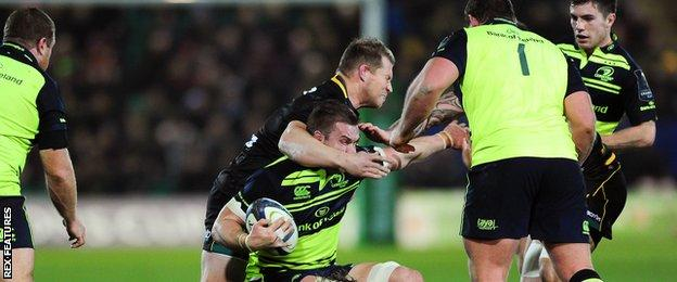 Dylan Hartley swings his arm in a high tackle on Sean O'Brien
