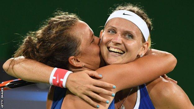 Rio 2016: Williams sisters beaten by Strycova and Safarova