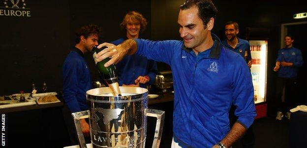 Roger Federer pours champagne into the Laver Cup