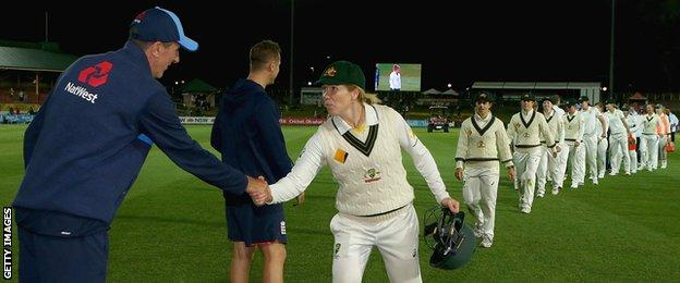 England coach Mark Robinson shakes hands with Australia vice-captain Alex Blackwell
