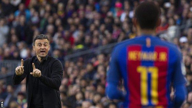 Luis Enrique gives instructions to Neymar