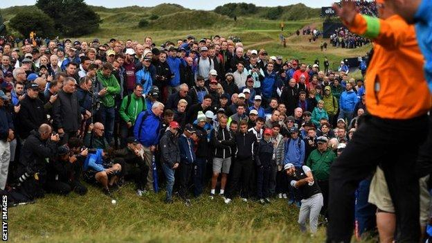 Spieth leads The Open by two shots - report & highlights