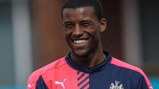 Georginio Wijnaldum: Liverpool agree £25m deal with Newcastle for midfielder