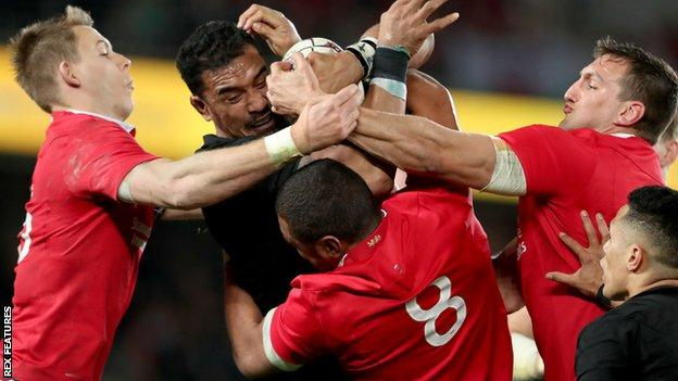 Liam Williams, Taulupe Faletau and Sam Warburton grapple with Jerome Kaino