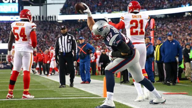 Brady and Gronkowski inspire Patriots