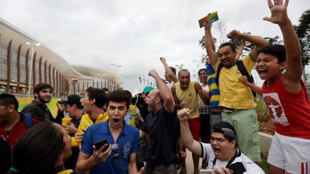Fans react to Silva's win