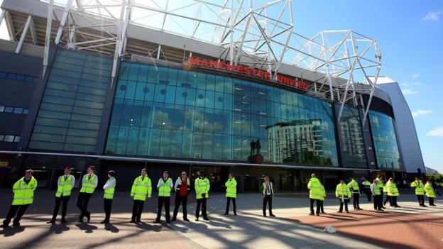 Old Trafford: Urgent inquiry demanded after bomb 'fiasco' - BBC Sport