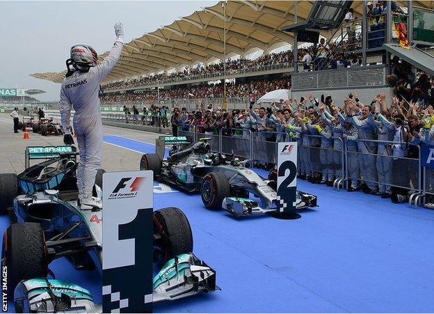 刘易斯·汉密尔顿唯一的马来西亚大奖赛是在2014年,当时他领先于梅西丹斯(Nico Rosberg)前的一二分,