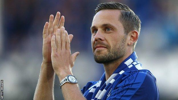 Gylfi Sigurdsson introduced to Everton fans