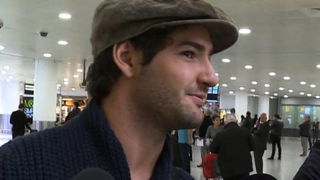 Alexandre Pato arrives in London to sign for Chelsea - BBC Sport