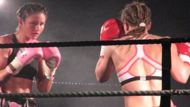 Julie Kitchen Retains Her World Muay Thai Kickboxing Title
