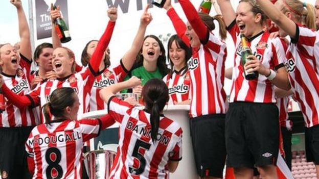 sunderland women Beth mead scores against her old club as arsenal beat sunderland to keep the pressure on second-placed manchester city.