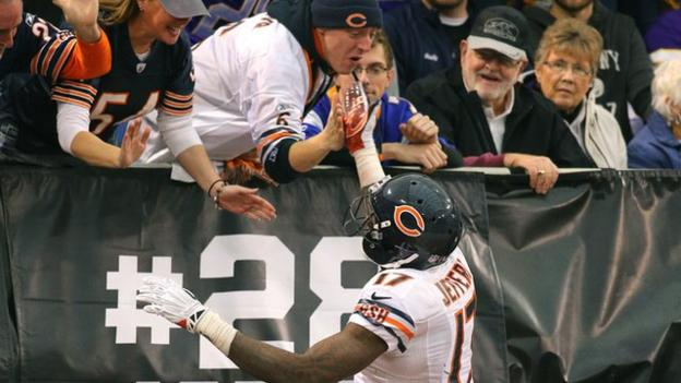 Spectacular touchdown catch by Chicago Bears receiver - BBC Sport