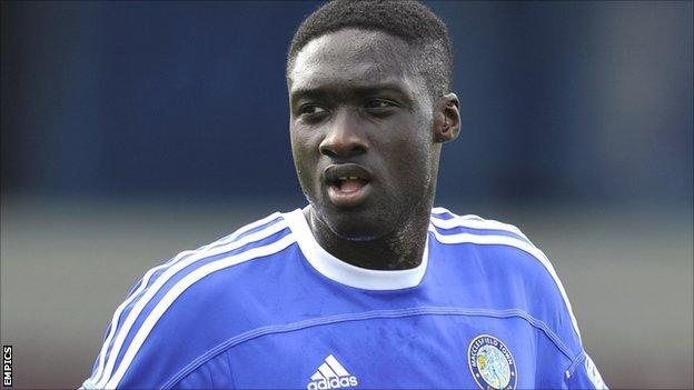 Lincoln City: Arnaud Mendy signs new contract - BBC Sport