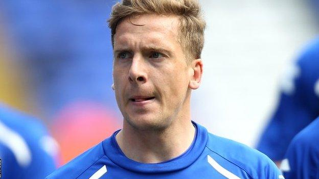Oxford United: Brian Howard signs for League Two side - BBC Sport