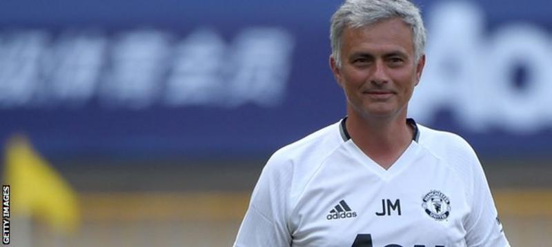 http://ichef.bbci.co.uk/onesport/cps/800/cpsprodpb/FBBF/production/_90474446_mourinho-smiles-getty.jpg