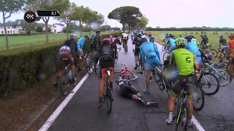 Giro d 39 italia late crash costs alberto contador richie for Richie porte crash