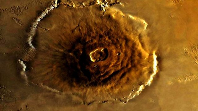 Giant volcanoes on Mars