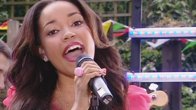 Dionne Bromfield sings live