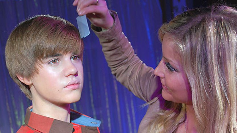 Blue Peter presenter Helen Skelton combing the hair Justin Bieber&#39;s wax figure.