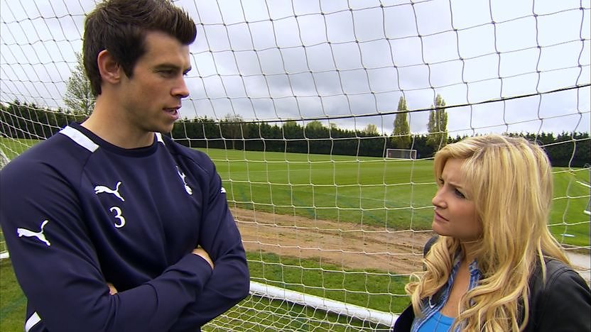 Blue Peter Presenter Helen Skelton talking to Gareth Bale at a football training ground.